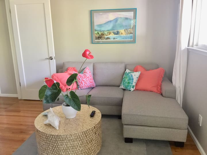 Gorgeous private suite w/hot tub, walk to beach.