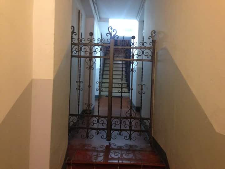 Camera indipendente a due passi da Piazza Maggiore