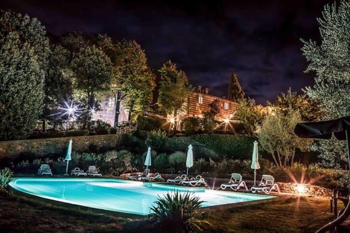 Villas & pool in scenic Chianti x 15/17