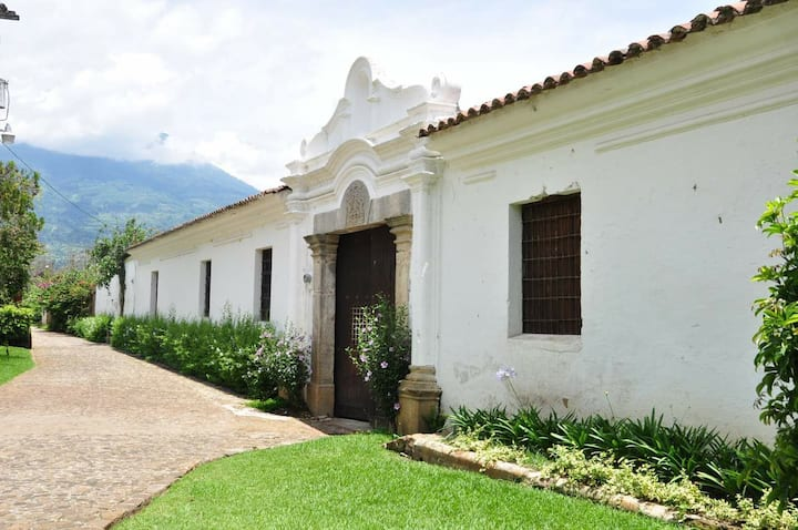 Bello jardín y salón de bodas y reuniones Antigua