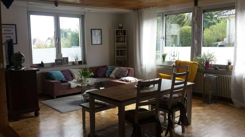 Großzügige Wohnung, sehr zentral - Butzbach - Lägenhet