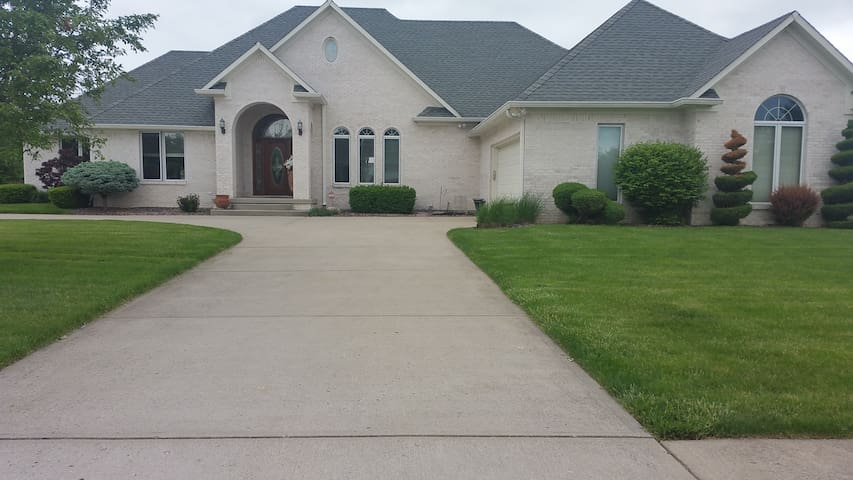 Indianapolis 500 Luxury Home Houses For Rent In Indianapolis Indiana United States
