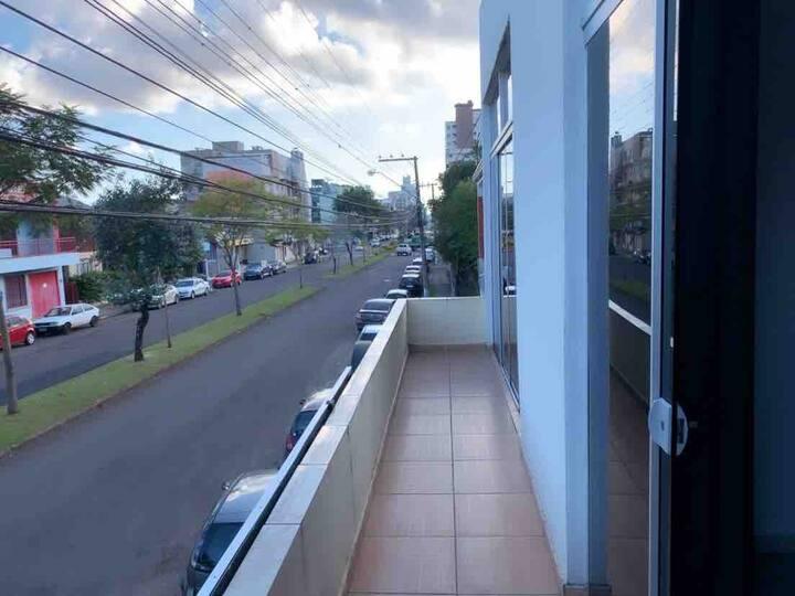 Apartamento novo no centro. Seguro e tranquilo.