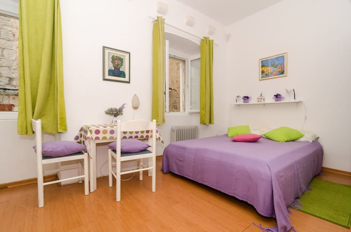 Apartments Mila- Studio Apartment in the Old Town
