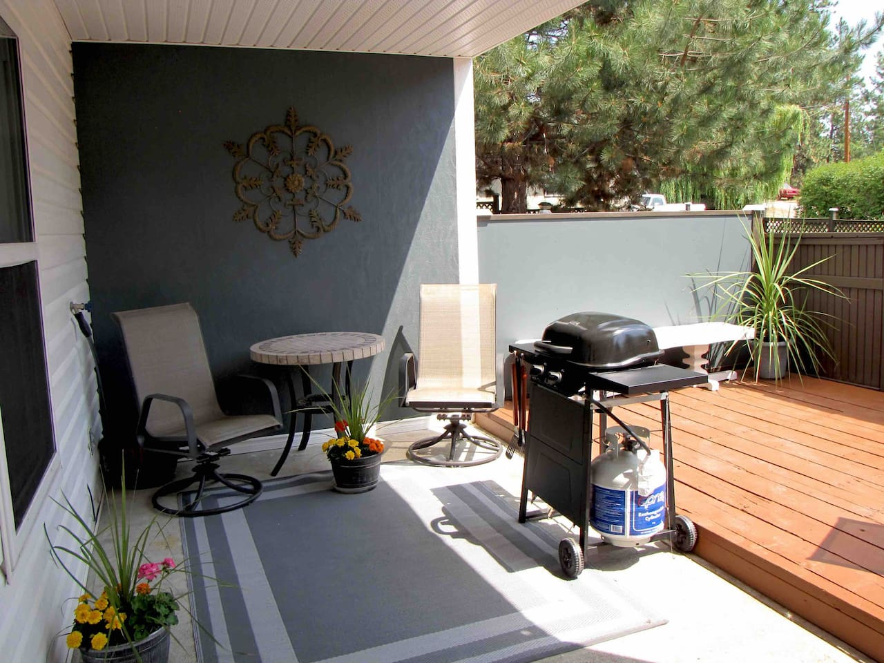 Private patio with seating, barbecue and picnic table
