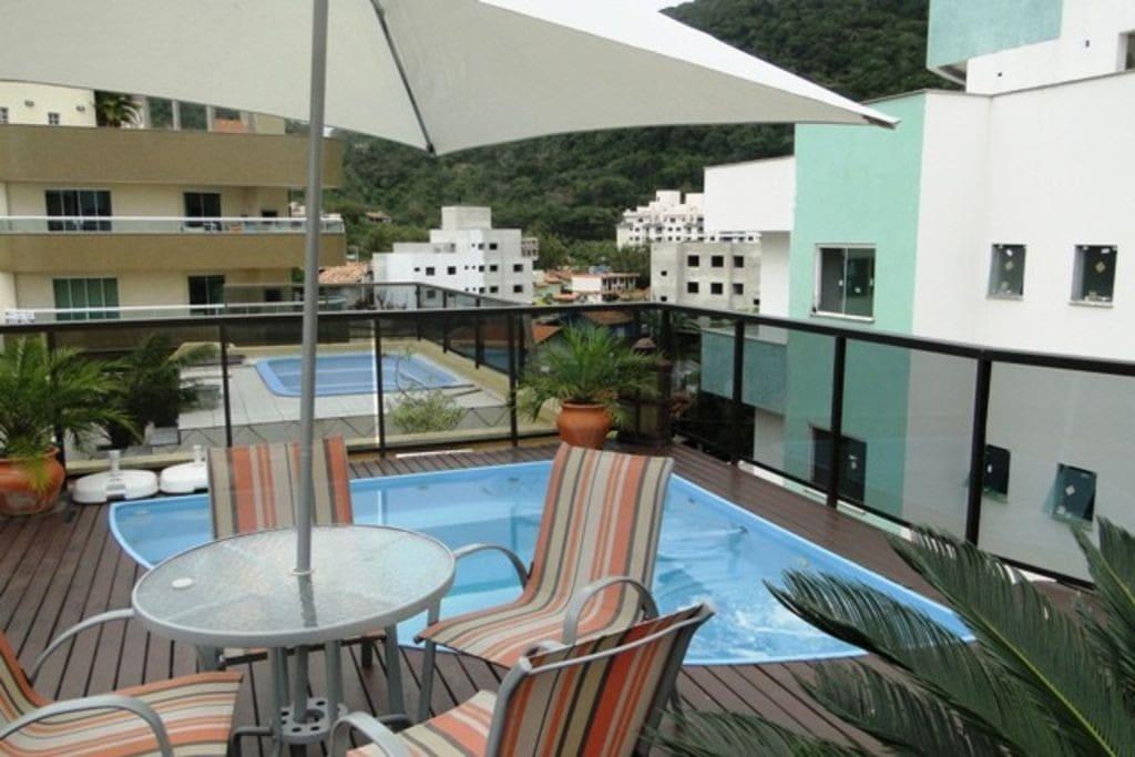 Apto com piscina 50 metros praia bombas apartamentos for Piscina 50 metros barcelona