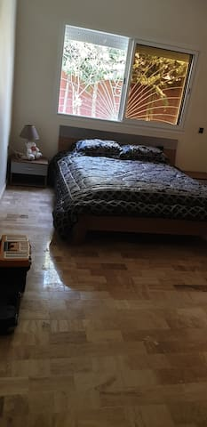 Chambre 2 -Grand lit-