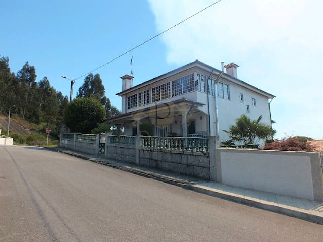 Big house with 4 bedroom in countryside - Souto (São Salvador) - Huis