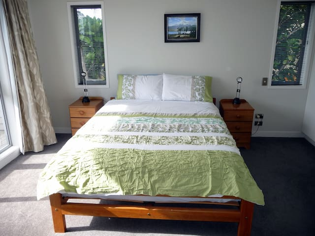 Bright and modern near the beach - Auckland - Bed & Breakfast