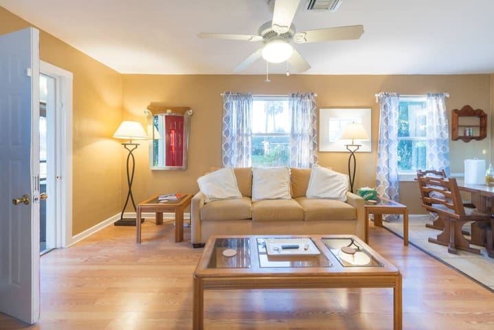 Private Lakefront House - Comfy, Clean, and Safe!