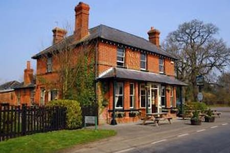 The Iron Duke, Nr Reading, Basingstoke & London - Stratfield Saye - Bed & Breakfast