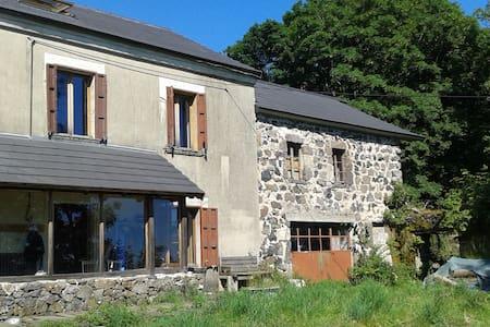 Maison isolée en pleine nature - Cros-de-Géorand