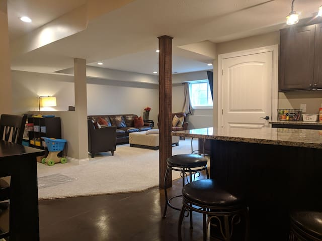 1500 square feet = Plenty of room to spread out and relax!