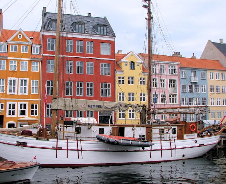 Nyhavn - space for 4 people
