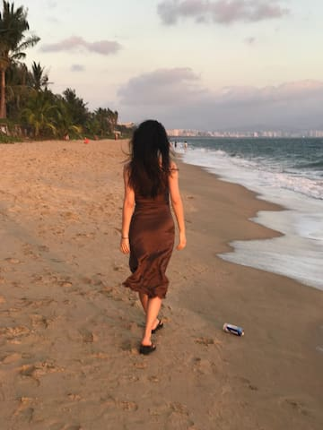 浪漫的海边散步,湿润的空气,温柔的海风,让你的假期很高级哦!在浪漫沙滩拍写真更是美丽无限哦
