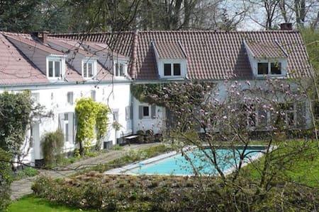 Maison d'hôtes La Marache Chambres 1 et 2 - Lasne - Villa