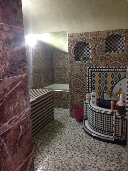 Salon Hammam et massages.