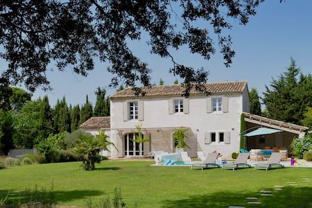 Très joli mas au calme, 4 kms de Saint Rémy - Saint-Rémy-de-Provence - Villa