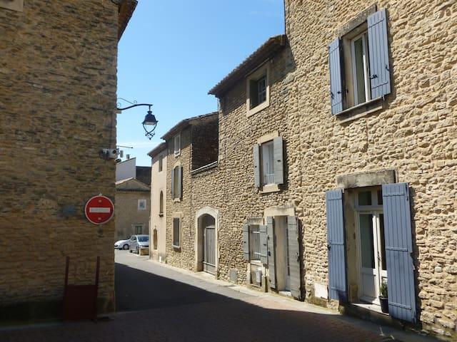 Maison de village dans le Luberon - Cabrières-d'Avignon