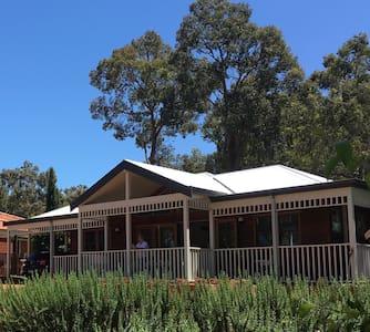 Hills cottage peaceful location - Walliston