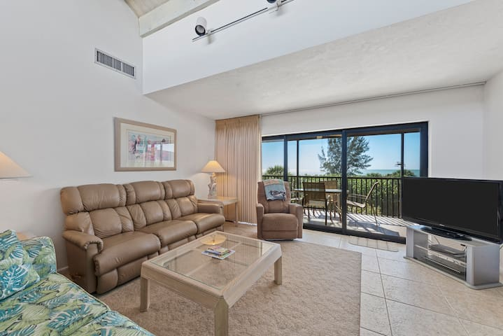 Bandy Beach A201: 3 Bedroom w/View of Gulf