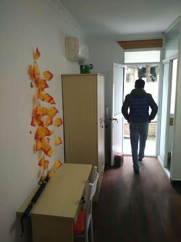 闵行交大对面小区独立单间带厨带卫带小院厨具齐备可烧菜拎包入住短租 - 上海市 - House