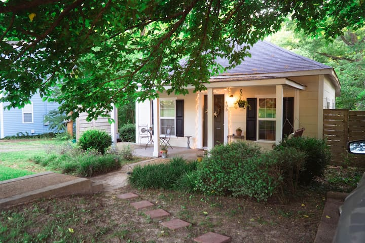 Cozy Cottage in the Heart of Starkville