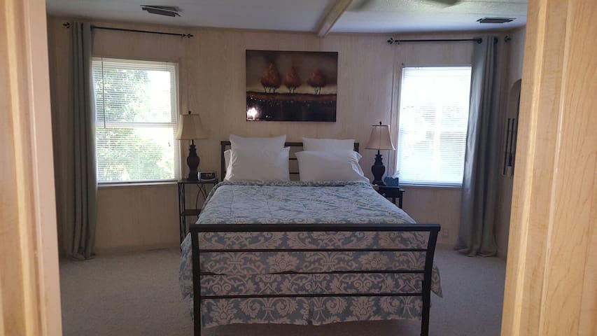 Room/Suite style room for rent. - Edgewater