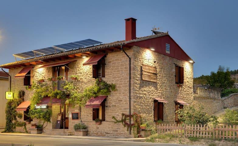 Hotel rural encanto , Gastronomía, paisaje,cultura - Murillo el Fruto - Bed & Breakfast