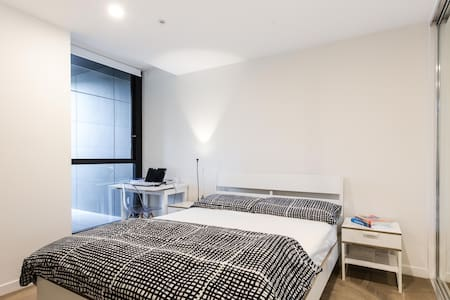 Modern apartment near train station and tram - Camberwell