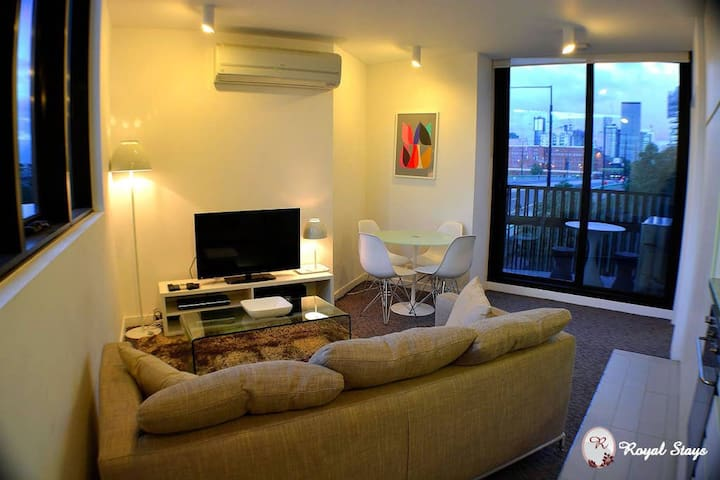Royal Stays | Private Apartment | Full Kitchen | Washer/Dryer | WiFi & More