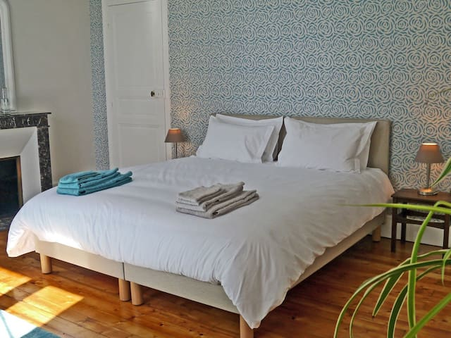 Triple room-Premium-Ensuite with Bath-Park View-Clévacances 3 clés - CH