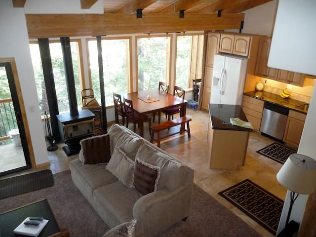 Groomed Ski In/Out, Large Beautiful Condo, Deluxe! - Mammoth Lakes - Condo