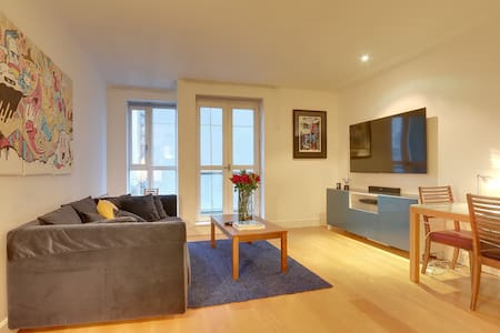 Central Canary Wharf One Bedroom Apartment