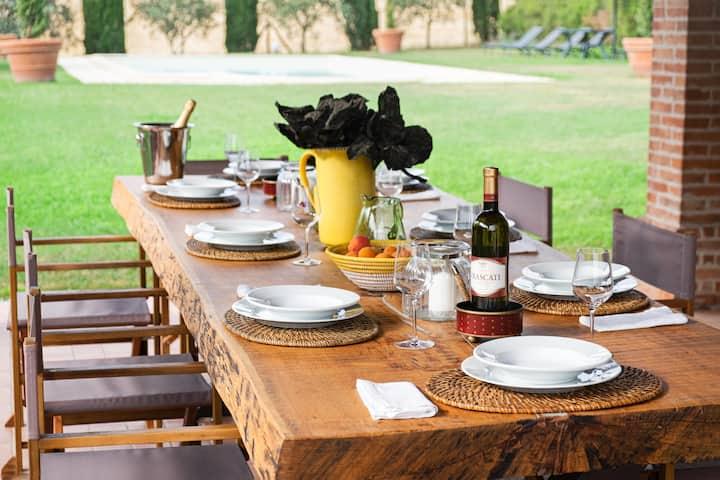 Umbrian Farmhouse-gardens & pool close to Cortona
