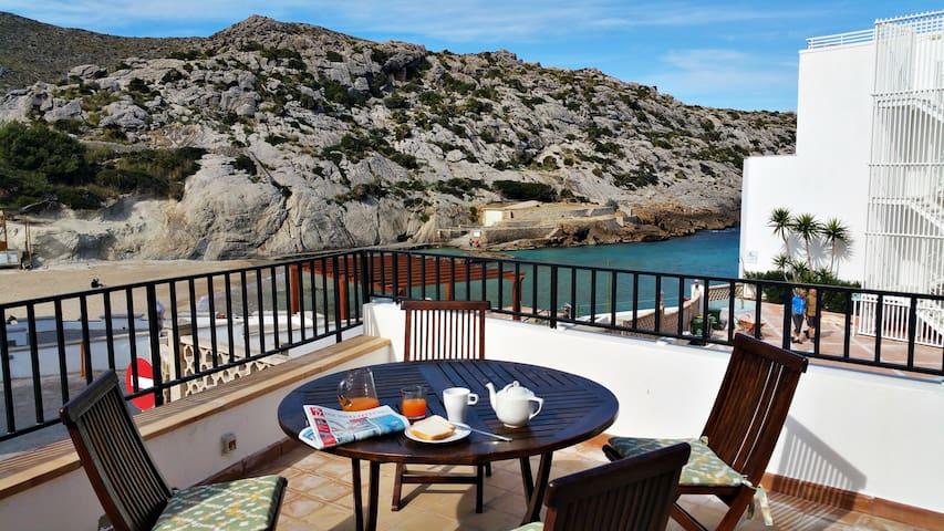Casa a dos pasos de la playa. - Cala Sant Vicenç - Rumah
