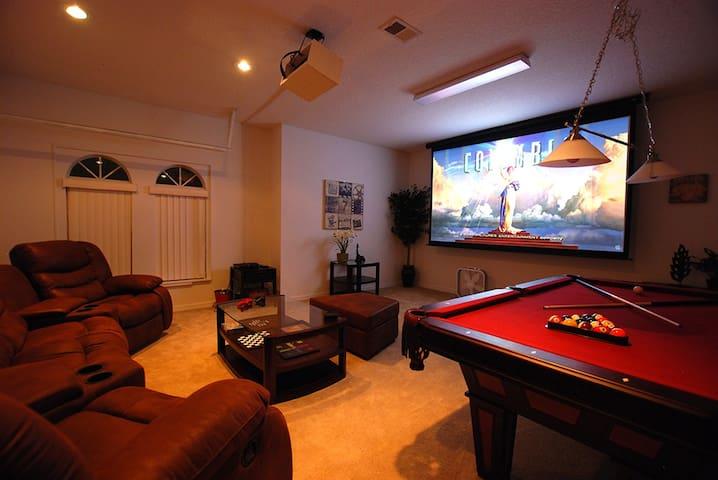 Sanchuri Villa, pool/spa, cinema room, 5bd/4.5bth - Haines City - Villa