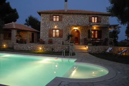 Palagio di Orio-Villa Marina with private pool - Apolpena
