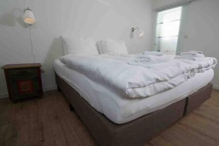 Kamer met Kingsize Bed grote badkamer 4 - Seeboden