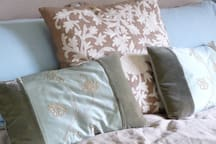 just a few details and touches... such as lovely cushions