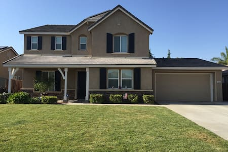 Beautiful Home in safe neighborhood - Bakersfield - Dům