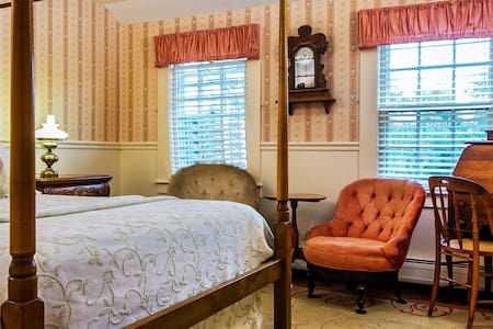 Village Room - Bed & Breakfast
