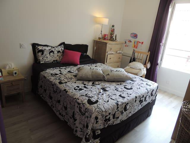 Chambre dans petite maison + jardin - Cailloux-sur-Fontaines - Maison