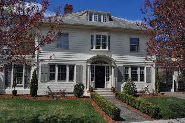 Graceful East Side Historic Home near Brown - Providence - Haus