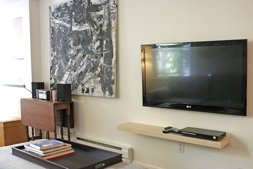 Flat screen TV with DVD player, apple TV and Netflix.  Speakers with MP3, Bluetooth and CD.