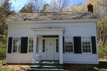 Historic Fox House - Taylors Falls
