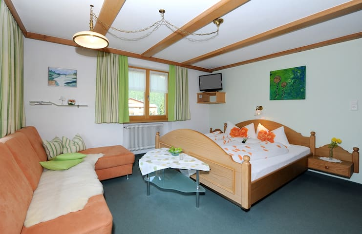 Doppelzimmer mit Balkon - Au - Wikt i opierunek