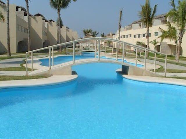 Hermosa Villa en Zona Diamante (22)
