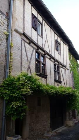 "Gite ""La maison de Chloe"" - Senouillac - อพาร์ทเมนท์"
