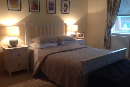 Beautiful En Suite Double Room - Weybridge - Huis